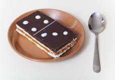 Kuchen in der Form der rechteckigen Dominofliese Lizenzfreies Stockbild
