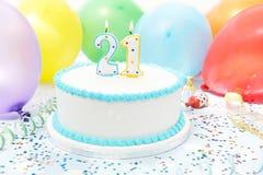 Kuchen, der 21. Geburtstag feiert Stockfoto