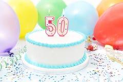Kuchen, der 50. Geburtstag feiert Lizenzfreies Stockfoto