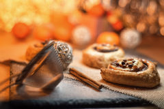 Kuchen in der warmen Atmosphäre mit Zuckersand Stockbild