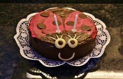 Kuchen, der wie ein Marienkäfer aussieht Stockbilder