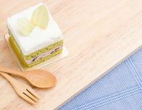 Kuchen des grünen Tees auf hölzernem Hintergrund, geschmackvoller Kuchen Lizenzfreie Stockbilder