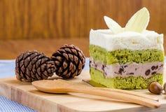 Kuchen des grünen Tees auf hölzernem Hintergrund, geschmackvoller Kuchen Lizenzfreie Stockfotografie