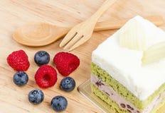 Kuchen des grünen Tees auf hölzernem Hintergrund, geschmackvoller Kuchen Stockbilder