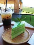 Kuchen des grünen Tees und Tee Lizenzfreies Stockfoto