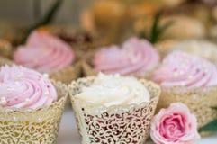Kuchen des Hochzeitskleinen kuchens Lizenzfreie Stockbilder