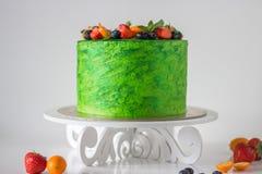 Kuchen des Leuchtenden Grüns lizenzfreies stockfoto