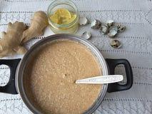 Kuchen des Sagozimt-indischen Sesams, vegetarisches Lebensmittel mit Sago- und Wachteleiern kochend Lizenzfreies Stockfoto