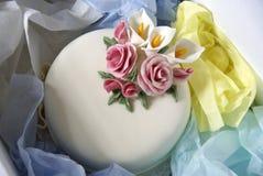 Kuchen in einem Anlieferungskasten Lizenzfreies Stockfoto