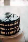 Kuchen in einem Süßwarenladen stockfotos