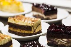 Kuchen in einer Platte Stockbild