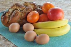 Kuchen, Frucht und Eier Stockbilder