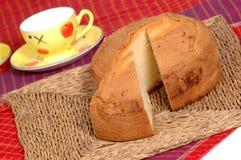Kuchen gedient mit Tee im Frühstück Stockfoto