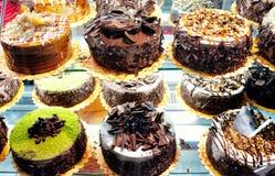 Kuchen im Fenster Stockfotografie