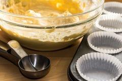 Kuchen-Mischungs-und Backen-Fälle Stockfotografie