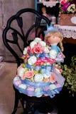 Kuchen mit Blumen Dekorativer Kuchen mit Blumen dekor Lizenzfreies Stockbild