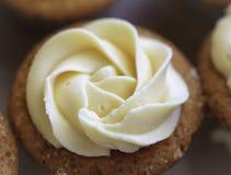 Kuchen mit Buttercremezuckerglasur Stockfoto