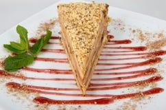 Kuchen mit Creme und Erdbeeren Lizenzfreie Stockfotografie