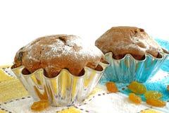 Kuchen mit den Rosinen lokalisiert auf weißem Hintergrund Stockfoto