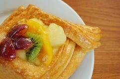 Kuchen mit Früchten und Gelee Stockbilder