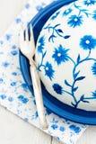 Kuchen mit gemalten Blumen Lizenzfreies Stockfoto