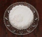 Kuchen mit gepeitscht Lizenzfreie Stockfotos