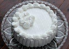 Kuchen mit gepeitscht Stockfotos