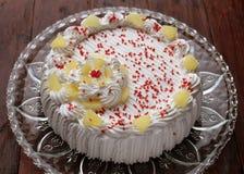 Kuchen mit gepeitscht Lizenzfreie Stockfotografie