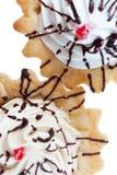 Kuchen mit gepeitschter Sahne Lizenzfreie Stockfotografie