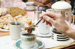 Kuchen mit Kaffee Stockfotos
