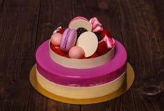 Kuchen mit Makarons Stockbilder