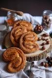 Kuchen mit Nüssen lizenzfreie stockfotos