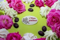 Kuchen mit Rosengeburtstag Lizenzfreies Stockfoto