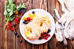 Kuchen mit Sahne Lizenzfreies Stockfoto