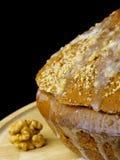 Kuchen mit Sahne und Walnüsse Lizenzfreie Stockfotos