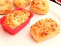 Kuchen mit Speck und Käse stockbild