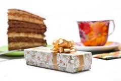 Kuchen mit Tee oder Kaffee stockfotos
