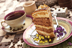 Kuchen mit Tee oder Kaffee stockfoto