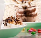 Kuchen mit Walnüssen stockfotografie