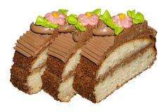 Kuchen mit weichem Schwammkuchen und Buttercreme lizenzfreie stockfotos