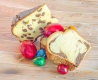 Kuchen nannten Pasca gemacht mit Käse und Rosinen, Cozonac mit Inspektion Lizenzfreies Stockbild