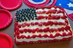 Kuchen und Dekor der amerikanischen Flagge lizenzfreie stockfotos