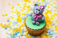 Kuchen und Perlen Stockfotografie