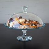 Kuchen und Zucker in einem Glas döst Stockfotos