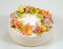 Kuchen verziert mit Blumen Stockbild