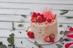 Kuchen verziert mit Erdbeeren 1001 Stockfoto