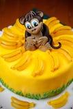 Kuchen witn lustiger Affe unter marmalad Bananen Lizenzfreies Stockbild