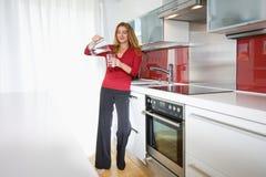kuchenna nowożytna kobieta Obraz Stock