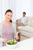 kuchennego narządzania ładna sałatkowa kobieta fotografia royalty free