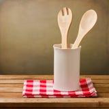 Kuchenni naczynia z tablecloth Zdjęcie Royalty Free